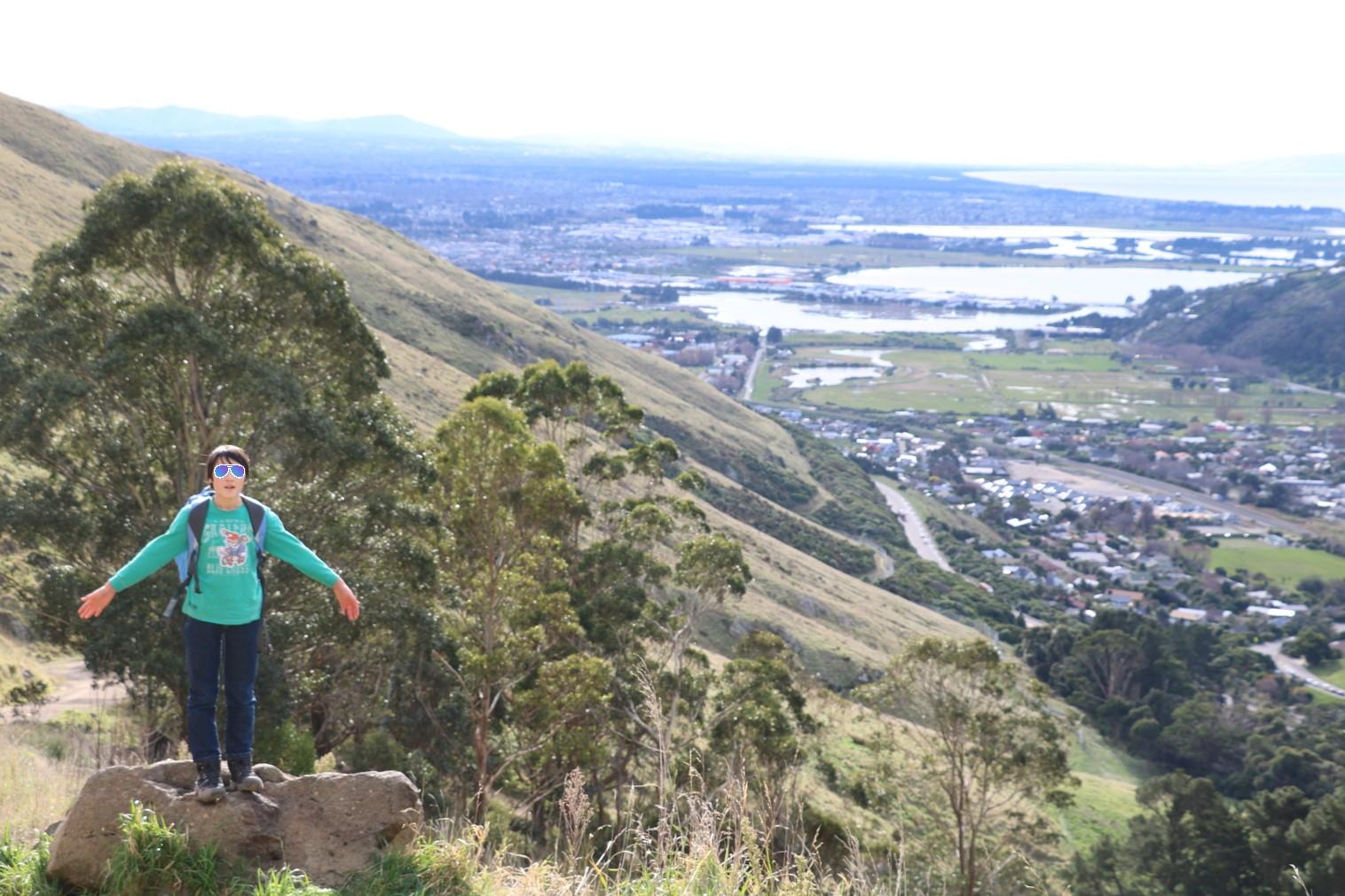 ポートヒル ゴンドラ駅への道のり Walking up to the Gondola station on the Port hills (The Bridle Path + Crater Rim Walkway)